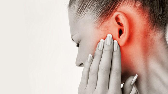 Болят уши у ребенка температура